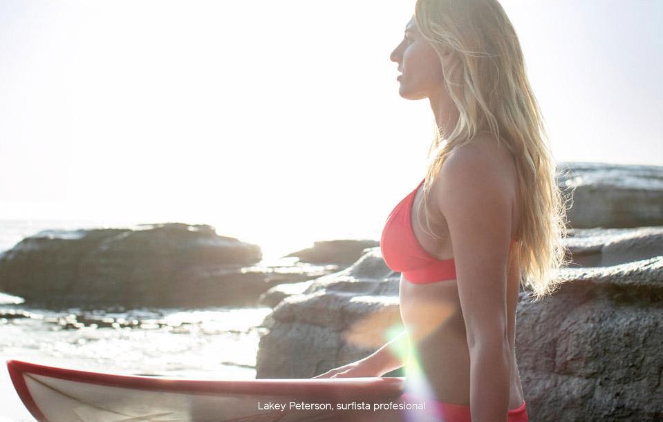 Foto deLakey Peterson, surfista profesional