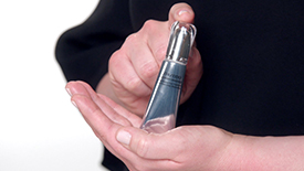 La crema para el contorno de los ojos multiuso   Shiseido